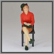 Dingler Handbemalte Figur Polyresin Spur 1 Frau sitzend, Bluse rot (100209-01)