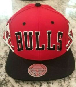 NEW CHICAGO BULLS NBA MITCHELL NESS RED BLACK SNAPBACK ADJUSTABLE HAT CAP