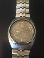 Rare Vintage Seiko 5 Automatic Day Date Roman Numeral Watch Running 7009-3180
