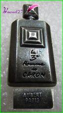 Pin's Flacon de Parfum Le 3 eme homme de CARON Aubert Paris #1584