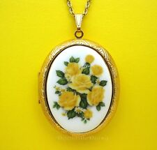 Porcelain YELLOW ROSES & DAISY CAMEO Costume Jewelry Locket Pendant Necklace