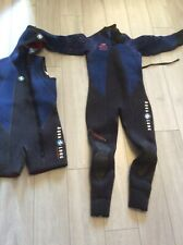 Two Piece Aqua Lung Wetsuit   Black And Blue . Excellent Condition Adult Mens M