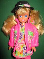 B327-vecchia BARBIE STACIE Littlest Sister # 4240 MATTEL 1992 ORIGINALE-vestiti