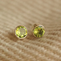 Handmade 925 Sterling Silver Peridot Gemstone Circle Stud Earrings