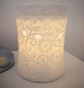 BNIB Scentsy Flower Vine full size Wax Warmer with lead and plug in stock