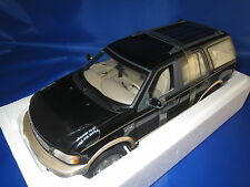 UT Models  22710 Ford Expedition Eddie Bauer Version  (schwarz/gold) 1:18  OVP