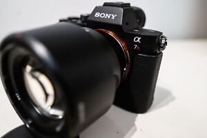 Sony a7R II Full-frame Mirrorless Camera with 85mm/f1.8 lens