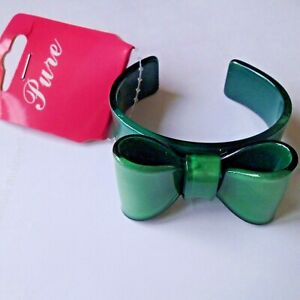 NEW..UNUSUAL GREEN PLASTIC BANGLE WITH  BOW....BY 'PURE'