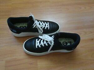 Levi's Mullet S LT womens shoes, black shoes size 5 womens.