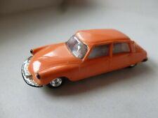 Norev 1:86 - 1:87 Citroën DS 19 ancienne avec pois en plombe
