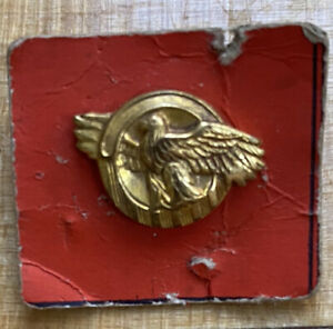 WWII Ruptured Duck Discharge Lapel Pin use in Loophole