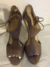 Kate Spade textured cutout open toe shoe with gilded bow detail size 7