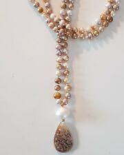Bronzefarbene Perlenkette mit grosser weisser Perle und Perlmutt Anhänger
