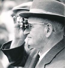 SUISSE c. 1960 - Homme au Chapeau Jumelles à l'Oeil Château d'Oex - NV 339