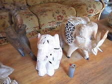 3 éléphants 2 en bois 1 en poterie (photophore)