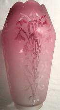 tulipe de lampe à pétrole, verre framboise dégagé à l'acide: Les Perce-neiges