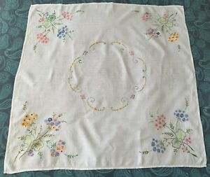 VINTAGE HAND EMBROIDERED LINEN TABLECLOTH approx 42 x 42 inch Flowers
