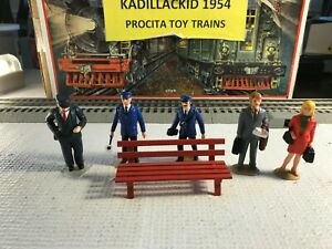 🚅 G SCALE VARIOUS PIECES - 5 PEOPLE, METAL BENCH  NICE 👍-G277