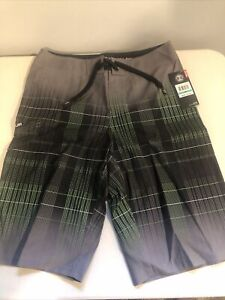 Under Armour UA Fader Black Shorts Youth Boys Size 16 MSRP $39.99