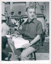 1955 Alec Guinness Studies Script at Biltmore Mansion Original News Service Phot