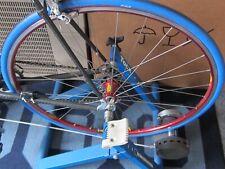 """Roue arrière vélo route """"MAVIC HÉLIUM"""" (Moyeu Shimano 9v.) Sur Home Trainer"""