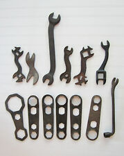 A COLLECTION OF 13 VINTAGE FARM TOOLS - TRACTOR WRENCHES - Farm machinery