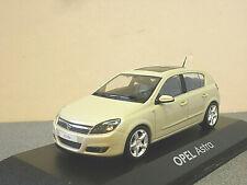 Opel Astra / Vauxhall Astra in Beige 5 Door 1/43rd Scale