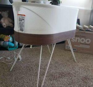 Happiest Baby Snoo Smart Sleeper Bassinet w/ original Box + FREEBIES !!!!!!!!!!!