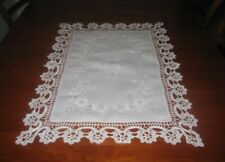 BEAUTIFUL VINTAGE EMBROIDERED TABLE CENTRE PIECE~LACE EDGE~COTTON~WHITE