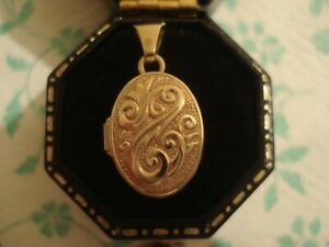 Very Pretty 9CT Gold,Antique Inspired Opening Locket Design Petite Size Pendant