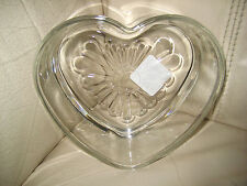 HEAVY DISH IN THE SHAPE OF A HEART - NWT - BEAUTIFUL!