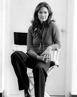 ACTRESS LYNDA CARTER - 8X10 PUBLICITY PHOTO (RT969)