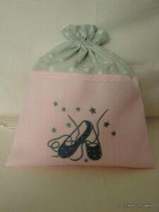Pochon / sac de rangement lin  brodé de petits chaussons de danse