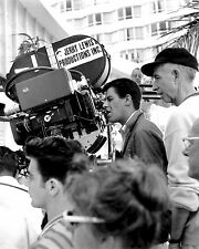 "JERRY LEWIS ON THE SET OF THE FILM ""THE LADIES MAN"" - 8X10 PHOTO (OP-152)"