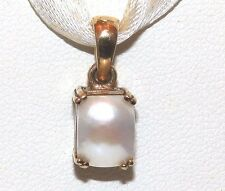 A FINE PRETTY LITTLE 9CT YELLOW GOLD MOTHER OF  PEARL  PENDANT NECKLACE