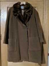 Ladies wool coat size 12 with faux fur trim. In very good condition.