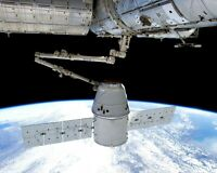 SPACEX DRAGON CAPSULE CAPTURED BY INTL SPACE STATION - 8X10 NASA PHOTO (AB-686)
