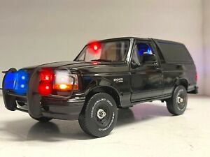 Unmarked Police 1992 Ford Bronco OFF-Road Undercover  SUV 1/18 WORKING Lights