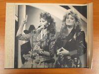 Vintage Wire AP Press Photo Singers Wynona & Naomi Judds Country Music Awards #6