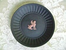 WEDGWOOD BLACK JASPERWARE PIN DISH WITH TERRA COTTA EGYPTIAN GRIFFIN DECORATION