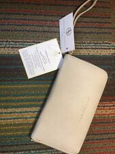 Adrienne Vittadini Clutch Charging Zip Around Wristlet iPhone Android Power