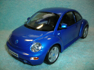 1/18 2001 VW NEW BEETLE COUPE IN BLUE BY MAISTO.