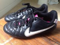 NIKE Girls Youth Sz 13C Soccer Softball Baseball Athletic Cleats Sneakers Shoes