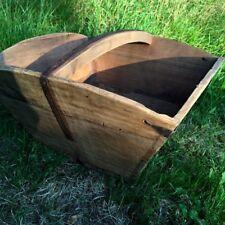 Rustikaler, mittelalterlicher, Holzeimer Gefäss wie antik aus Holz