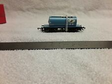 Hornby OO scale B.R blue tank car (OO/HO111320)