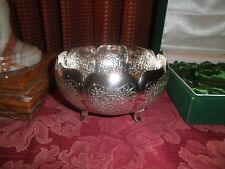 STUNNING VINTAGE STERLING SILVER REPOUSSE FOOTED BOWL, 177.19 GRAMS