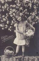 uralte AK Pfingstkarte junges Mädchen mit 2 Blumenkörben 1910 //2