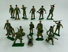 LOT 17 SOLDATS STARLUX FRANCE PLASTIQUE PEINT ARMEE ETRANGERE F274