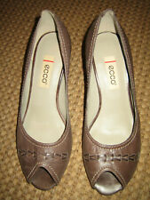 Ecco Brown Leather Peep Toe Heel. 37 NWOB