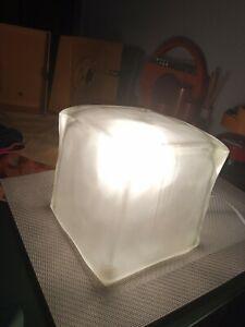 Ikea IVIKEN Icecube Eisglas Kubus Würfel Eiswürfel Tischlampe frosted 16x16cm